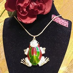Adorable frog necklace NWT